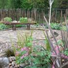 poiny edge rustic backyard fence ideas