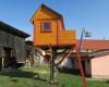 side window DIYaffordable Treehouse Ideas