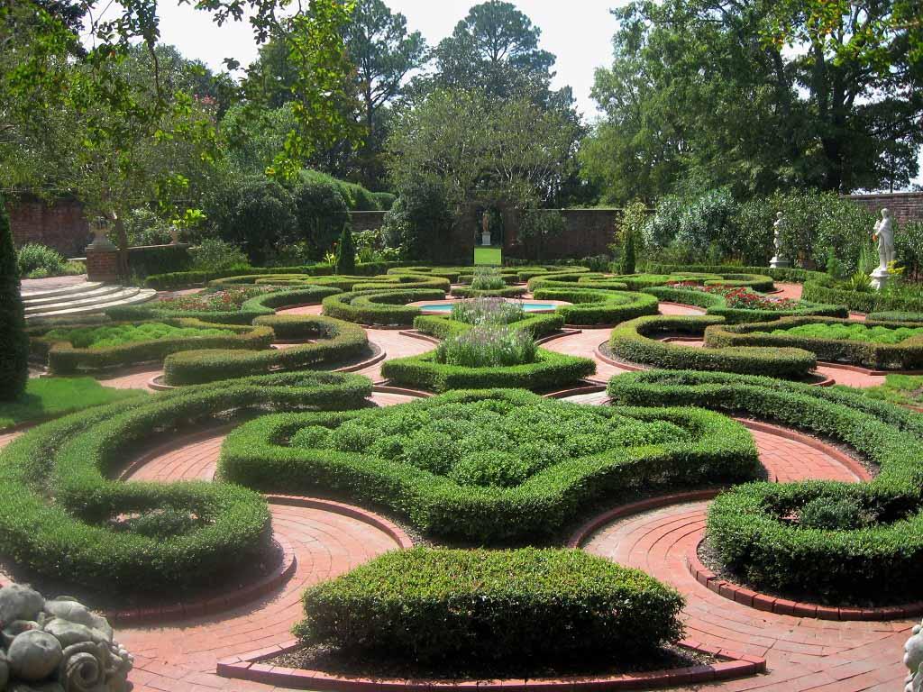Unique Crop Circle English Garden Design And Style Photo